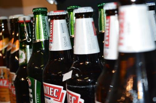 终止上市!港股年度最大IPO泡汤,但啤酒股的夏日盛宴来了!